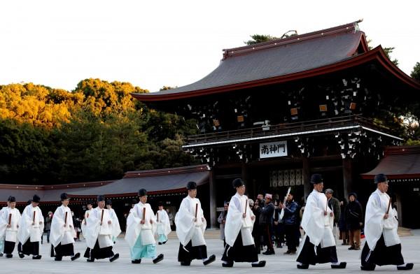 日本東京明治神宮舉行新年儀式。(路透)