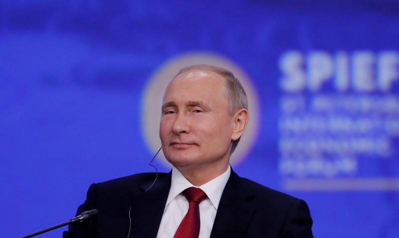 西伯利亞一名薩滿巫師步行前往莫斯科,稱要驅逐「惡魔」總統普廷,已遭警方拘捕。(路透)