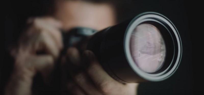 萊卡微電影在鏡頭裡可見到六四天安門事件中的坦克人。(圖擷取自萊卡微電影)
