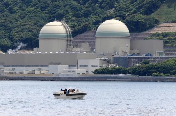 關西電力昨重啟福井線的大飯核電廠3號機,民眾對此反對聲浪不減反增,原因是當事故發生時的避難計畫尚有疑慮。圖為福井縣高濱3號核電廠。(法新社)