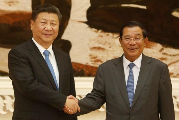 圖左為中國國家主席習近平,圖右為洪森。(路透)