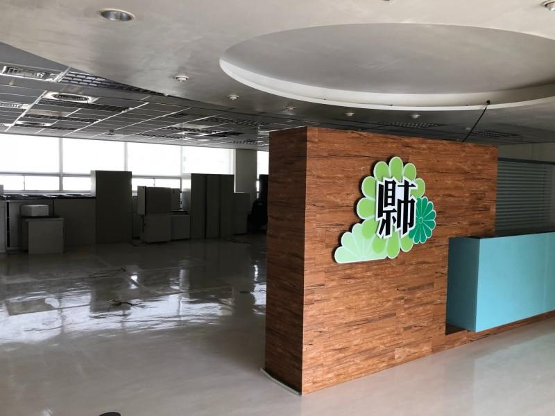 鳳山行政中心舊棟三樓原市長室現在變成倉庫。(圖擷取自「煥然一新 簡煥宗」臉書)