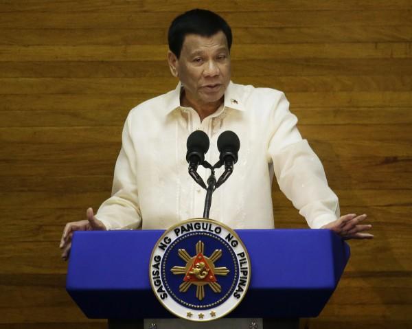 菲律賓總統杜特蒂大力掃毒,將獎勵殺死這次販毒上司的員警。(美聯社)