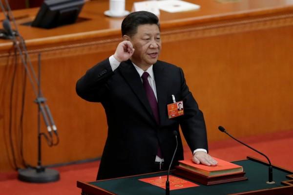 習近平今全票連任中國國家主席,並進行首次憲法宣誓。(路透)