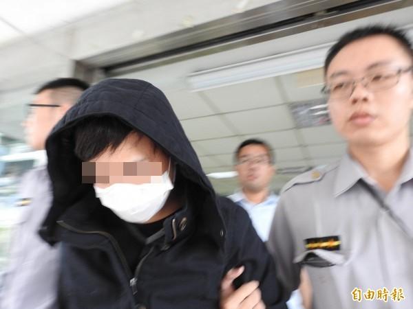 未成年的徐姓車手遭警方移送。(記者王宣晴攝)
