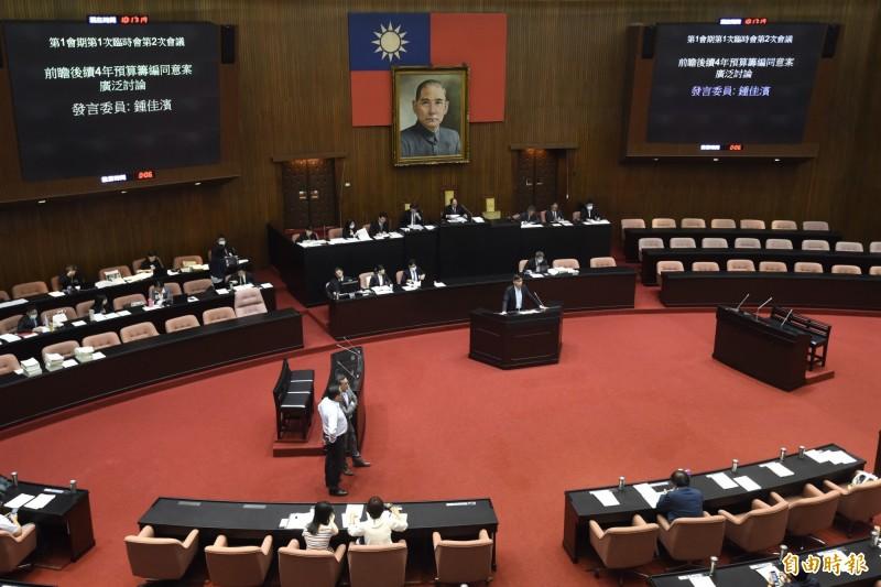 立法院臨時會經過兩天朝野協商,2日處理前瞻二期預算案。(記者簡榮豐攝)