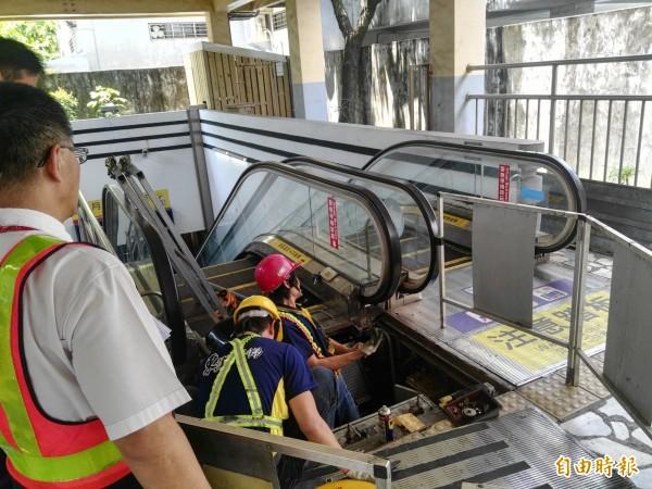 台灣高鐵表示全線有2個品牌為中國製電扶梯,分別位於台中、左營、苗栗、雲林、彰化等車站,目前每個月都會保養2次,使用情況正常。圖為台鐵花蓮站後站電扶梯。(記者王錦義攝)