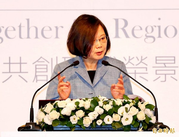 President Tsai Ing-wen speaks at the opening of the Yushan Forum at the Grand Hyatt Taipei yesterday. Photo: CNA