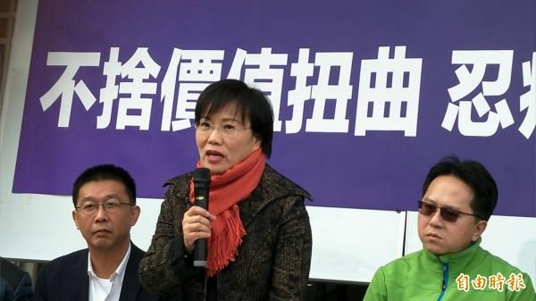 立委劉世芳下午召開記者會說明退出民進黨高雄市長初選原由。(記者張忠義攝)