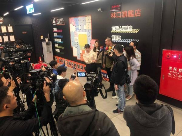 館長今日受訪時表示,自己也喜歡賺錢,其實有很多中國業者有興趣將他的品牌引渡過去,但是「國家尊嚴跟人民尊嚴要擺在第一位」,錢再賺就有了。(圖擷取自飆捍臉書)