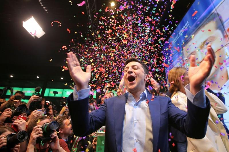 烏克蘭總統大選第二輪投票決選,喜劇演員澤倫斯基以73%壓倒性勝利贏得總統寶座。(路透)