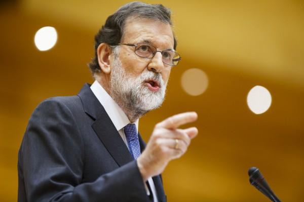 西班牙總理拉霍伊(Mahiano Rajoy)表示,馬德里收回自治權,不是要奪取加泰隆尼亞人的自由,而是為了保護他們。 (彭博)