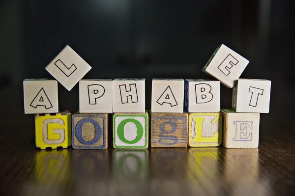 Google新的「字母控股公司」(Alphabet)網站,在短短不到半天內,就被中國的網路防火長城擋下。(彭博)