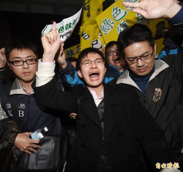 新黨新思維中心主任侯漢廷表示,當時調查局人員沒有向他母親透露真實身分,讓他媽媽被騙才會開門。(資料照,記者方賓照攝)