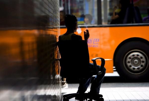 一份研究報告發現,中國年輕男性中,每3人就有1人因為吸菸而早死。<b>☆自由電子報關心您,吸菸有害健康☆</b>。(歐新社)