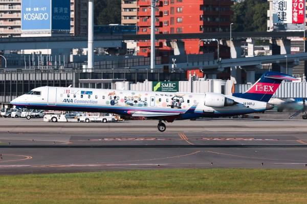 日本伊别克斯航空客機,今(23日)下午1時10分因液壓系統故障,緊急降落於福岡機場。伊别克斯航空班機示意圖。(圖擷自@eps1loop推特)