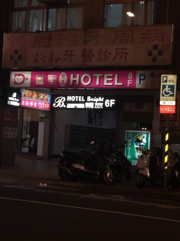 台北市長春路的一間牙科診所,今天下午4時左右,發生醫療糾紛衝突。(記者劉慶侯攝)