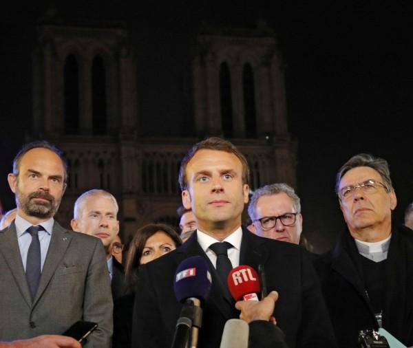 法國總統馬克宏(Emmanuel Macron)說,他將發起一場國際募款活動,以重建巴黎聖母院。(法新社)