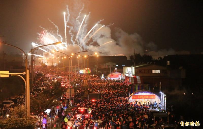 今年參加徒步進香的香丁腳人數突破5萬人,再創新高。(記者鄭名翔攝)