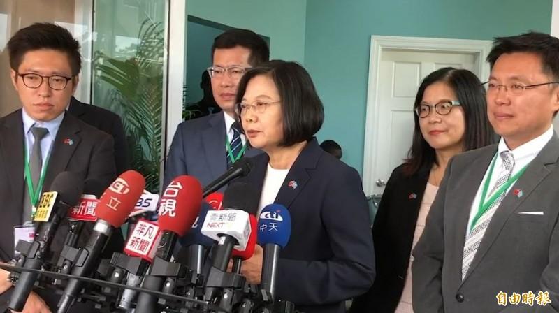 「喜樂島聯盟」將於20日成立政黨,擬推出自己的總統候選人挑戰現任總統蔡英文,蔡總統今受訪表示,台灣人還是必須要合作團結,才能面對很多的挑戰,她相信團結才是最重要的原則。(記者楊淳卉攝)