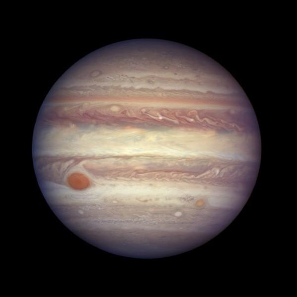 科學家從朱諾號所傳回的數據中,赫然發現其核心密度比預期要「稀釋」,懷疑其曾遭到一顆巨大行星撞擊。(美聯社)