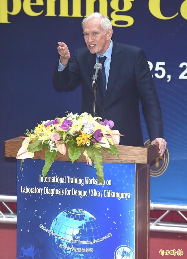 美國在台協會(AIT)今天表示,將於本週四宣布,台灣將正式加入美國「全球入境計畫」,台灣民眾只需要事先申請、完成安全查核並通過面試後,赴美將免排隊入境,圖為美國在台協會(AIT)主席莫健。(資料照,記者廖振輝攝)