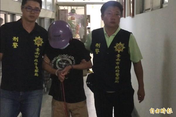 台南地院依殺人罪判殺害柬埔寨女友的男子陳文釧(中)13年有期徒刑。(資料照)