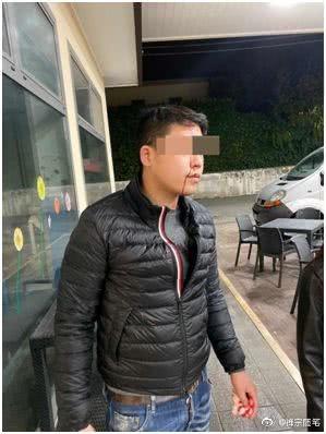一名在義大利經商的30多歲中國人(見圖)遭當地民眾以酒瓶砸頭。(擷取自微博)