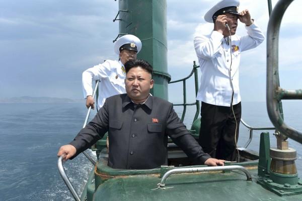 有媒體報導指出,近來有國內廠商取得北韓當局授權,來台灣推銷各式微型潛艇給海軍,但我國軍方立場則是不予採納。(圖截自朝鮮中央通訊社)