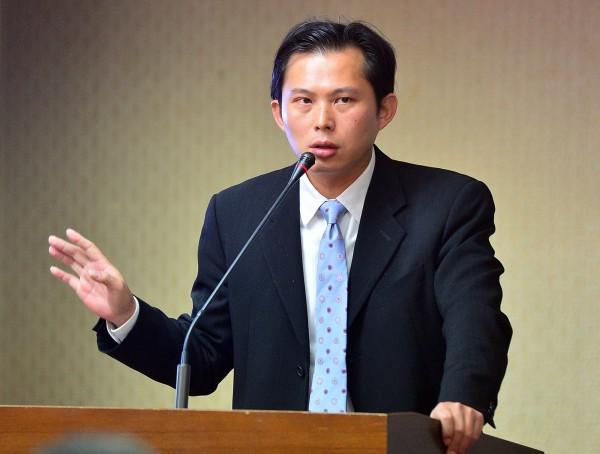 中研院研究員黃國昌在臉書反轟王郁琦,質問他憑什麼以「九二共識」拘束現在的人民。(資料照,記者王藝菘攝)