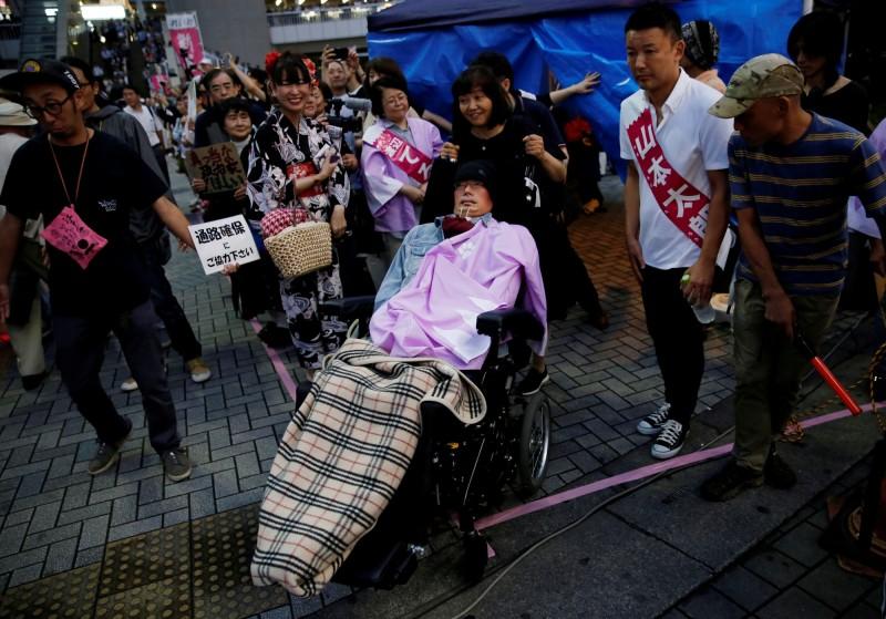 罹患肌萎縮性脊髓側索硬化症的舩後靖彥,此次大選中當選參議員。(路透)