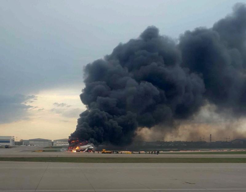 俄羅斯航空客機起火迫降,已知41死。(路透)