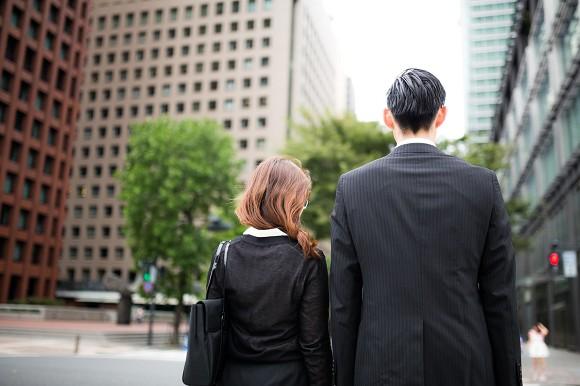 「矮子帥哥」和「普通高個男」會選哪個當男友?超過7成5女性選擇「普通高個男」。(圖取自rocketnews24)