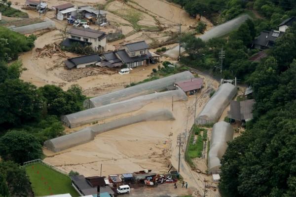 豪雨伴隨而至的土石流造成許多人無家可歸。(歐新社)