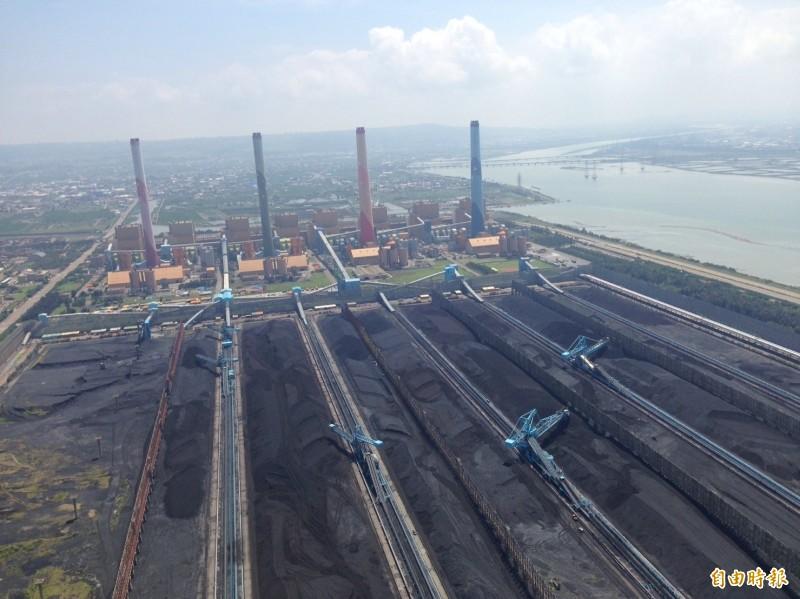 PM2.5是空氣汙染的成因之一,主要來源為火力發電廠燃煤產生的廢氣。(資料照)