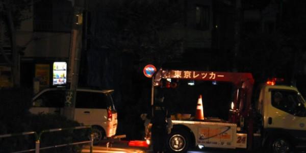 警方獲報在一座東京停車場發現木乃伊化的男屍。(圖擷取自朝日新聞)