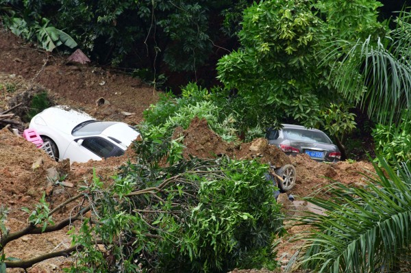 廣西連日暴雨導致山崩。根據統計,目前有12萬多人受災。(法新社)