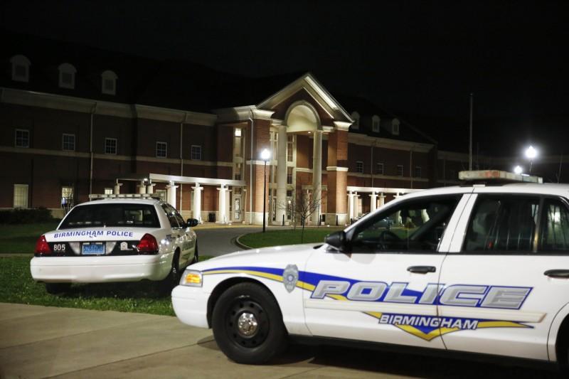美國阿拉巴馬州一場高中畢業派對傳出多聲槍響,導致1人死亡8人中彈。圖為阿拉巴馬州日前另一起校園槍擊案。(美聯社)