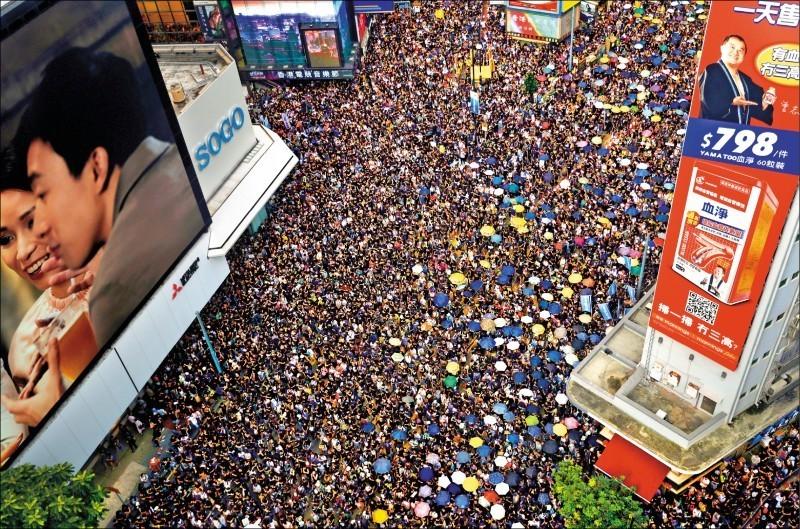 港府提出「逃犯條例」,已讓跨國企業擔憂政治將影響香港金融自主性,香港若不能延續自由體系,港資或外資都會逃離。(路透)