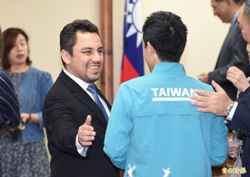 瓜地馬拉大使葛梅斯(Willy Alberto Gomez Tirado,前左)出席「台灣與瓜地馬拉國會友好聯誼會」成立大會。(記者廖振輝攝)