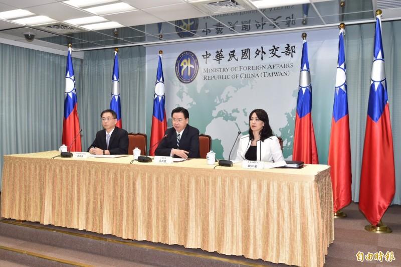 外交部下午召開記者會,宣布與太平洋友邦吉里巴斯終止外交關係。(記者塗建榮攝)