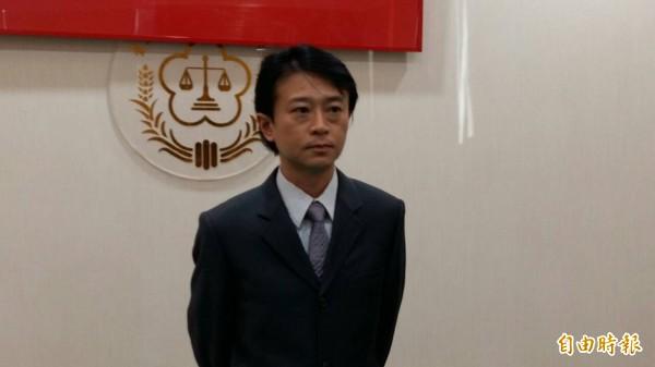 桃檢主任檢察官王以文說明阿帕契案偵結過程。(記者鄭淑婷攝)