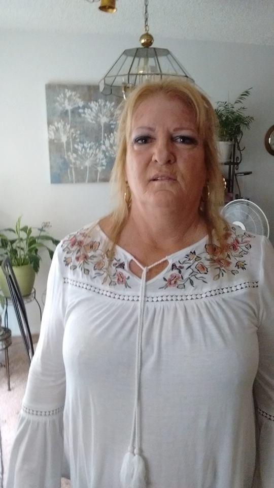 美國一名63歲女郵差,疑似被活活熱死在郵務車內。(圖擷自臉書)