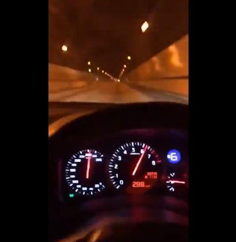 一名35歲男子在東大阪市的以時速280公里的速度駕駛跑車,而該男子被警方查辦後表示「只是想試試性能」。(圖擷取自Twitter)