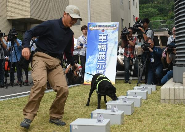偵爆犬可快速、準確的偵測出爆裂物所在。(資料照,記者張嘉明攝)