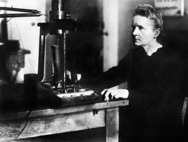 居禮夫人(見圖)開創了放射性理論,如今「放射性」的英文單字「Radioactivity」也是由她創立,是世界上第1位同時獲得兩項諾貝爾獎肯定的人。(法新社檔案照)