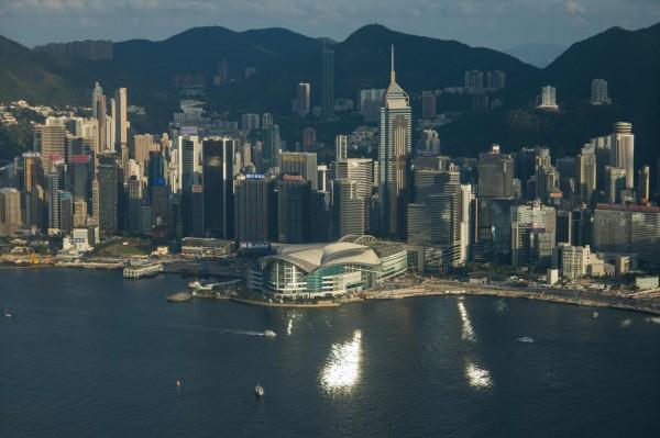 香港人認為明年社會發展會改善的則為23%,認為會惡化的竟高達50%,一來一往差了27%,創下10年來對未來最悲觀的民調數據。(法新社)