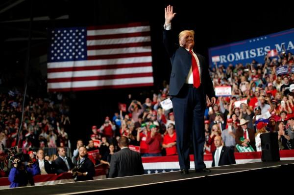 美國期中選舉落幕,共和黨保住國會參議院多數,民主黨則贏得眾議院控制權,各有所得,總統川普將在2020年拼連任。(路透)