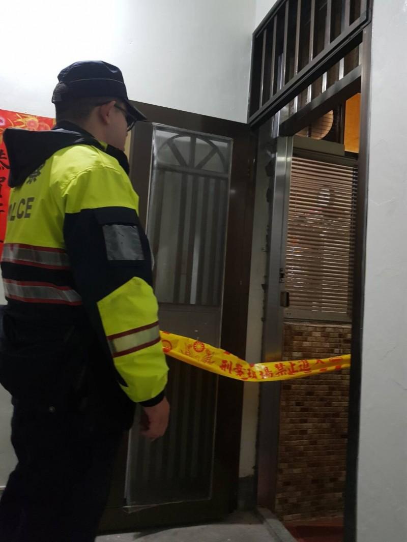 北市大安區昨晚發生母子陳屍住宅案,警方據報勘查,沒有外力介入,研判是沒人照顧造成。(記者邱俊福翻攝)