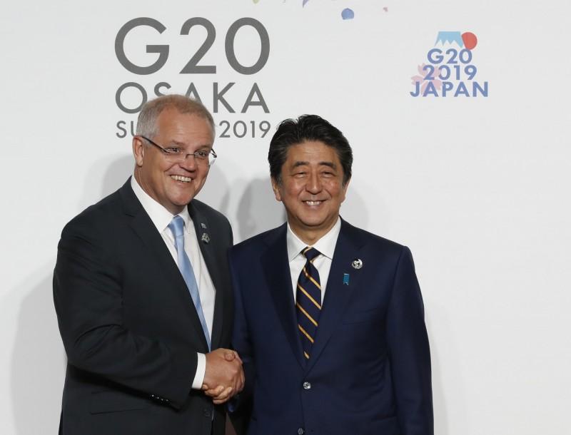 澳洲總理莫里森(Scott Morrison)和日本首相安倍晉三過往會面畫面。(法新社資料照)